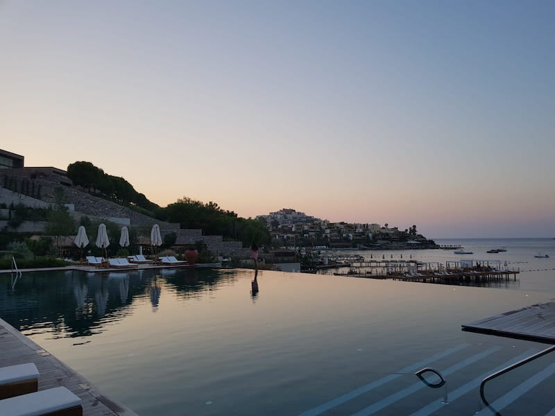 bodrum edition hotel havuz